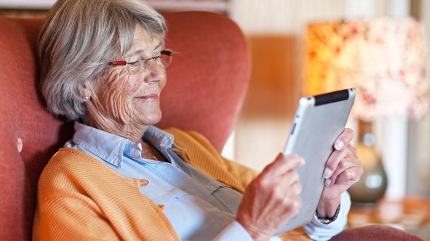 Quase metade dos idosos usa redes sociais para evitar solidão