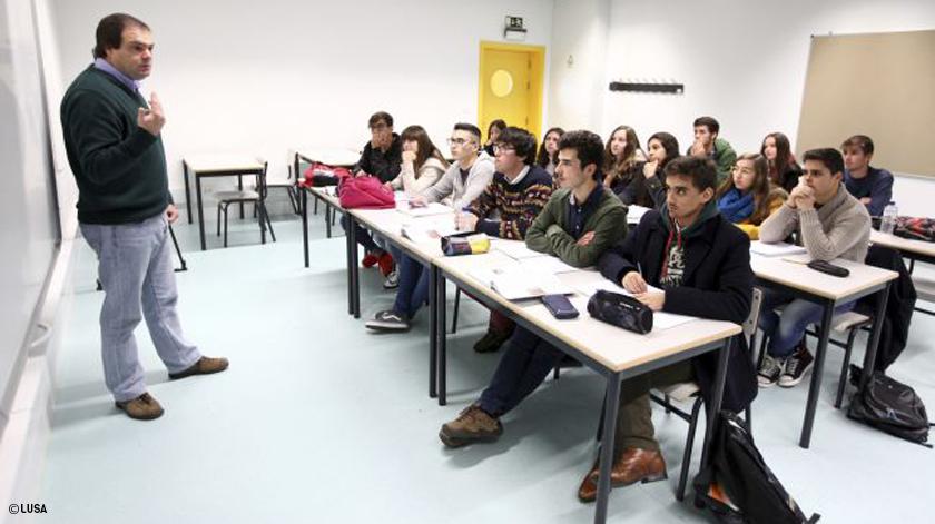 Professores portugueses mais velhos que a média da OCDE