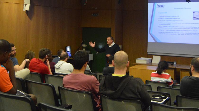 Seminários e workshops em Universidades