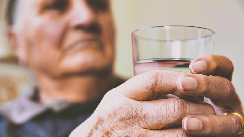 Conselhos e cuidados para os idosos neste verão