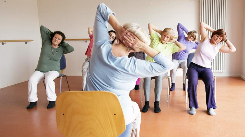 Benefícios do yoga na cadeira