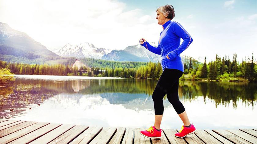 Contadores de passos incentivam idosos a fazer exercício