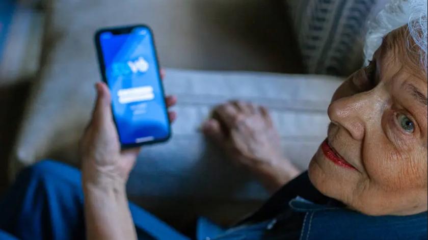Startup cria EuVô, uma app de transporte e acompanhamento para idosos