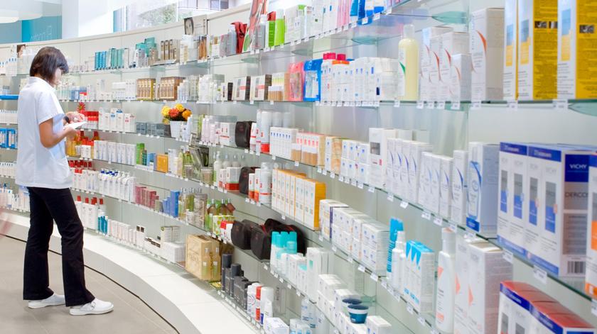 """Falta de medicamentos é uma """"realidade assustadora"""", reclamam associações"""