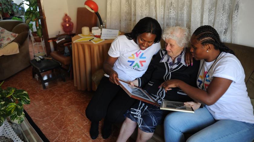 Ajudantes de SAD combatem solidão dos idosos na Amadora
