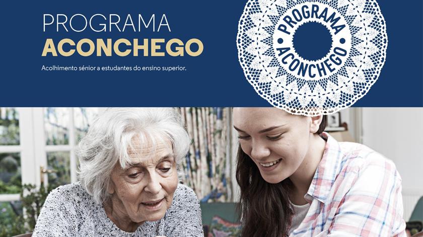 Programa Aconchego junta jovens universitários e idosos