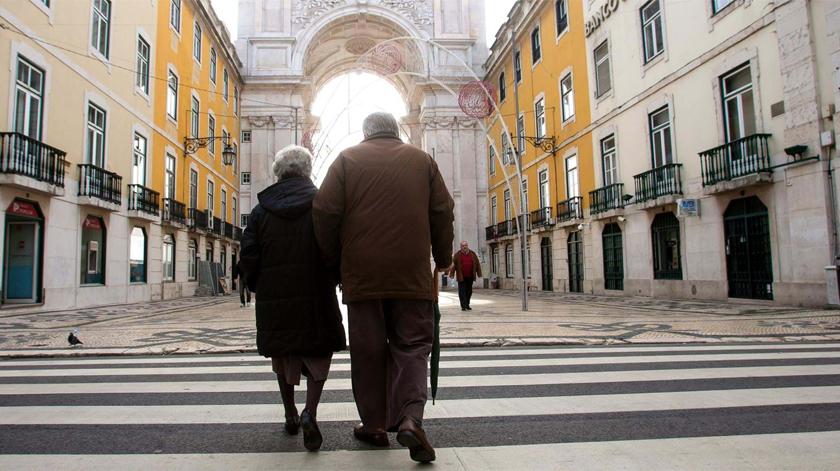 Dados do INE mostram que Portugal continua a envelhecer