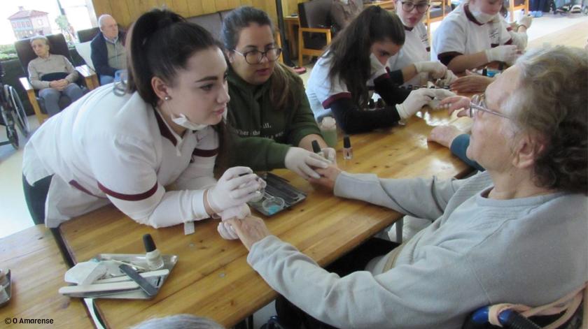 Voluntárias trataram das mãos de idosos do Lar Casa de Magalhães em Ponte de Lima