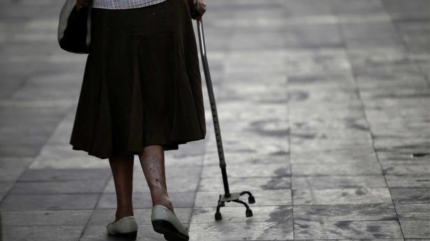 Desceu mais de 40% o apoio a idosos emigrantes carenciados