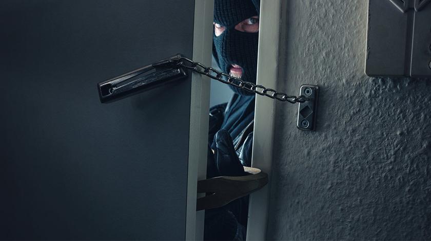 Conselhos para idosos evitarem assaltos em casa