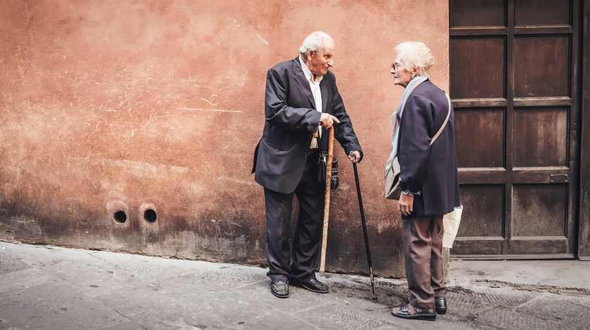 Há idosos a fazer a vida normal? E se sim, porquê?