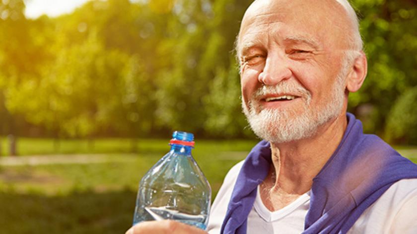 Lares devem realizar atividades físicas leves com idosos várias vezes ao dia