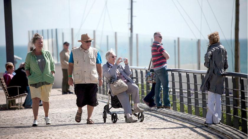 Esperança de vida das mulheres sobe para 83,51 anos, a dos homens para 77,95