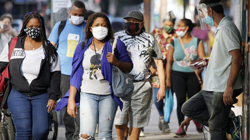 Covid-19: Meta-análise confirma que uso de máscaras e distanciamento ajuda proteção