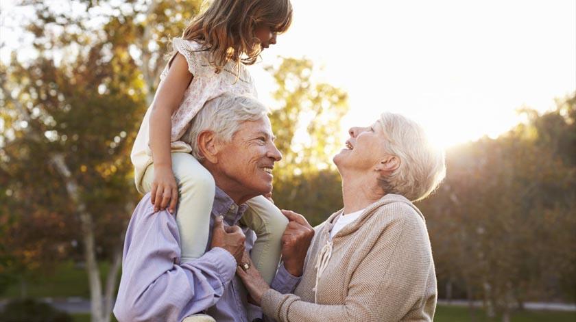 6 benefícios da (boa) relação entre avós e netos
