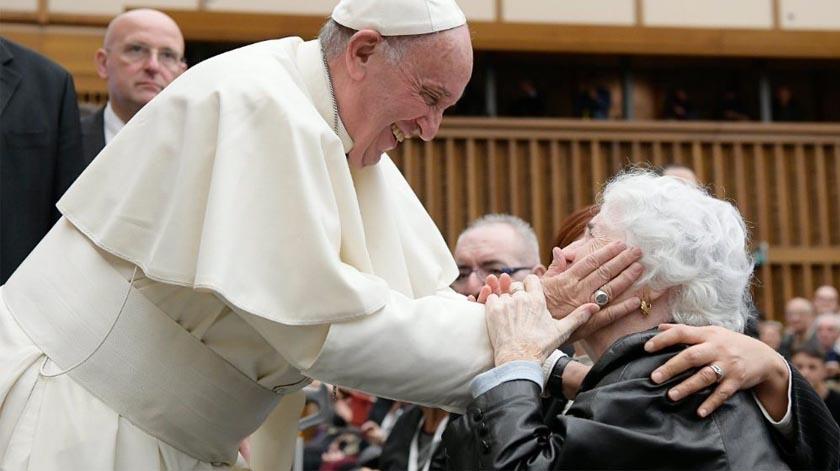 """Papa Francisco: """"Sem os idosos não há futuro"""""""