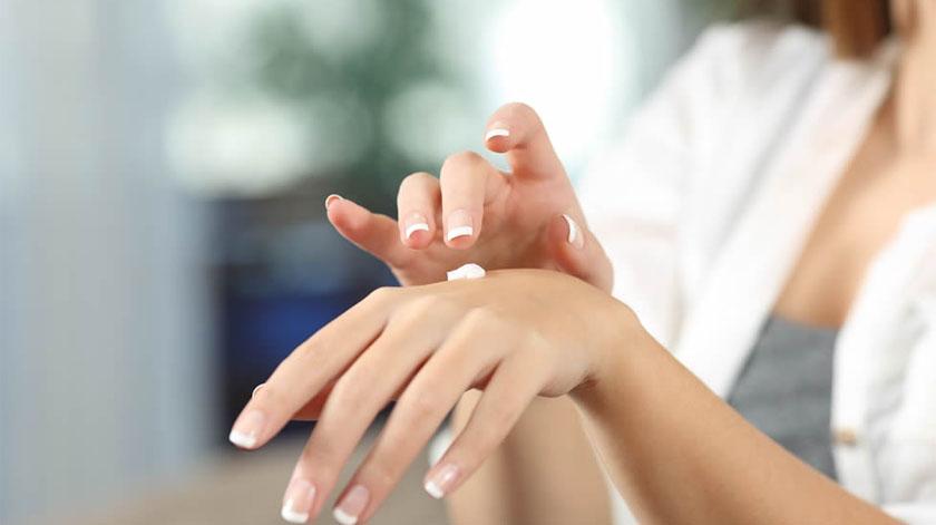 Covid-19: Dermatologistas alertam que é preciso hidratar as mãos depois de desinfetar