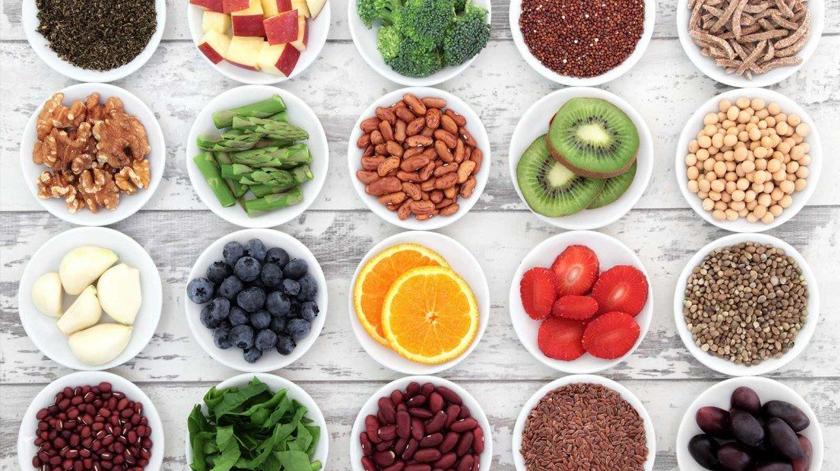 Comer alimentos ricos em flavonóides reduz até 4 vezes o risco de Alzheimer