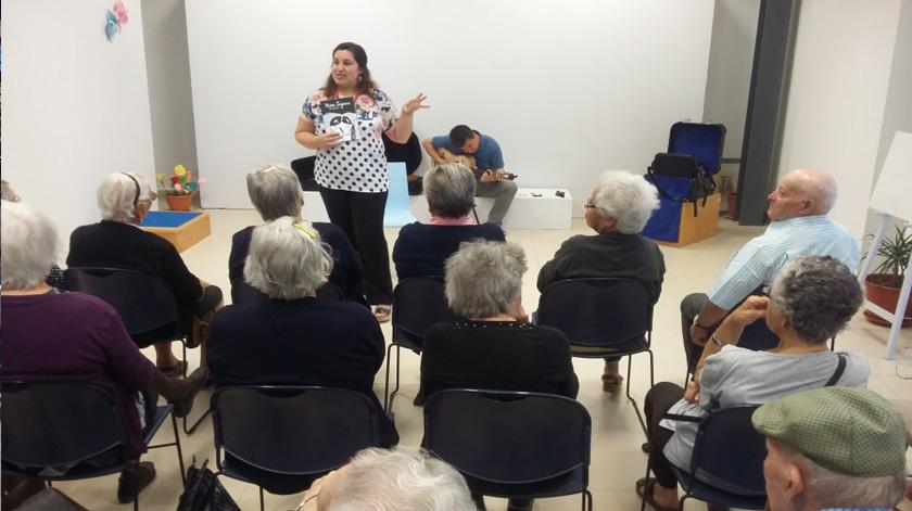 """Rede de Bibliotecas de Azambuja lança """"Leituras Sénior"""" em formato online"""