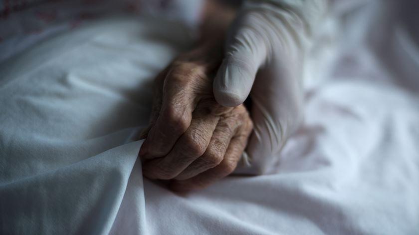 Como proteger os idosos? Sociedade de Geriatria quer gabinete interministerial