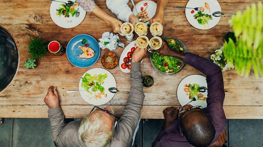 Faro lança livro com receitas frescas para idosos