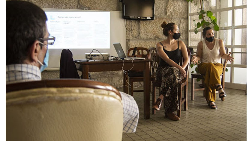 Curso para população idosa promove competências digitais básicas