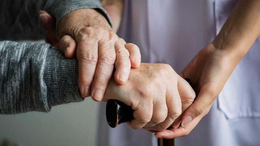 Associação Alzheimer pede mais atenção a idosos com demência que têm alta hospitalar