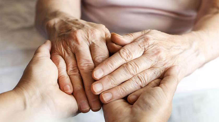 Governo simplifica processo de reconhecimento do cuidador informal
