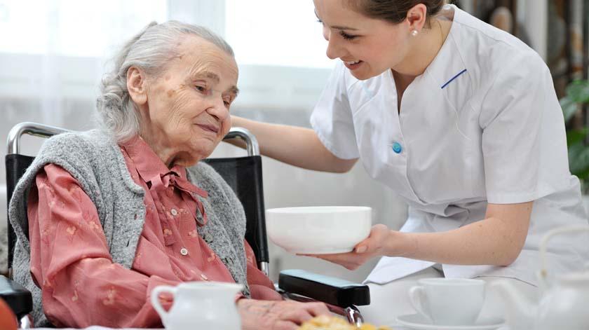 Alimentação na demência avançada: uma discussão controversa, mas necessária