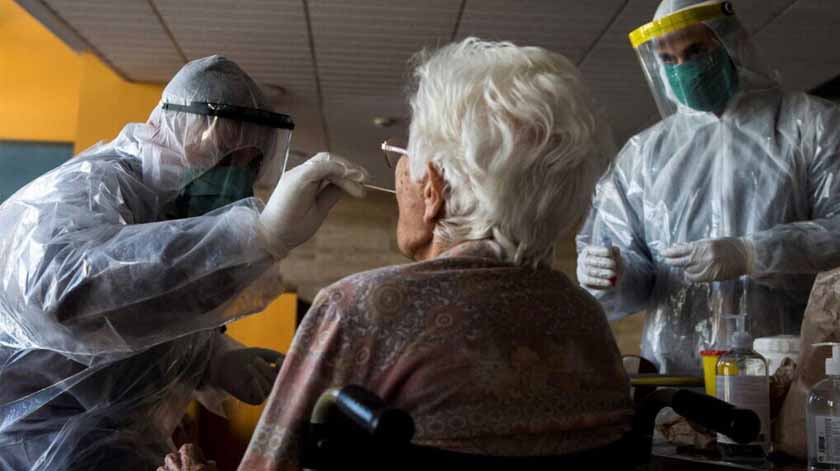 Covid-19: todos os utentes já receberam 1.ª dose com exceção de lares com surtos