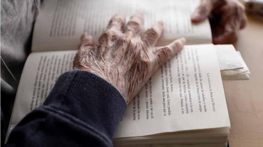 Misericórdias recebem 1250 livros para combater isolamento dos idosos