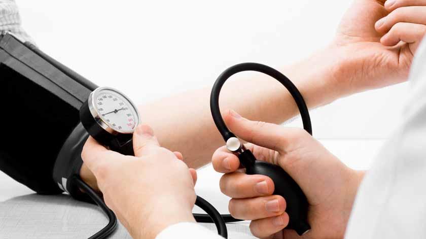 Diferença de tensão arterial entre braços significa mais riscos para saúde – estudo
