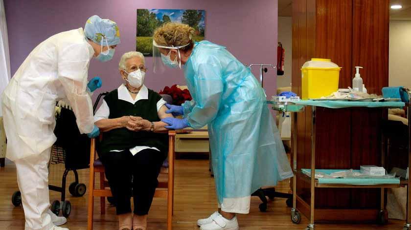 Idosos com mais de 80 anos vacinados até ao final de março