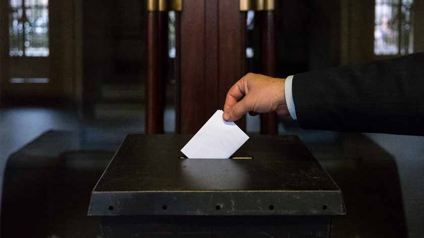 Mesas de voto vão aos lares para idosos votarem