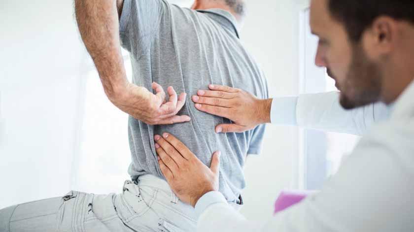 O frio aumenta as dores de costas? Médico tira as dúvidas