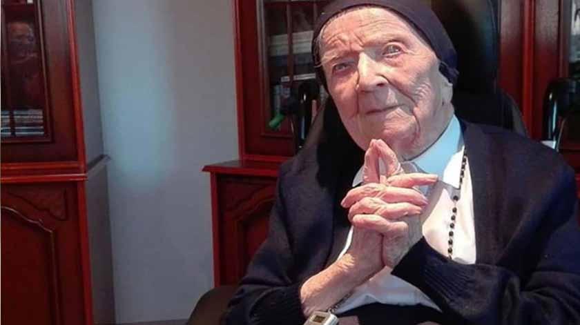Com 117 anos, mulher mais velha da Europa recupera da Covid-19