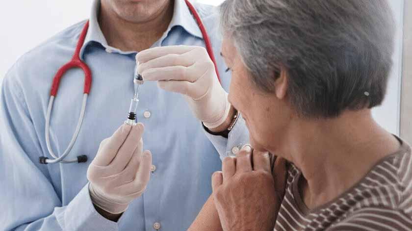 Covid-19: Vacinas para jovens ou idosos primeiro? Entenda o dilema