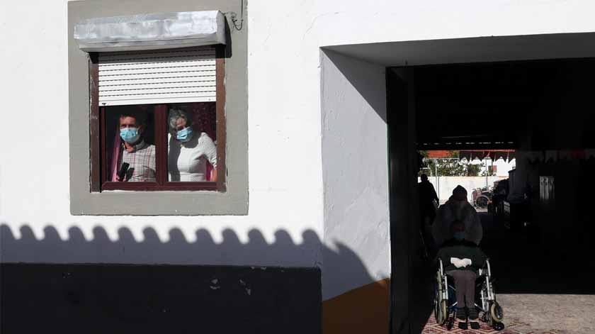 """Covid-19: Projeto """"Vizinhos à janela"""" galardoado com prémio Solidariedade Civil"""