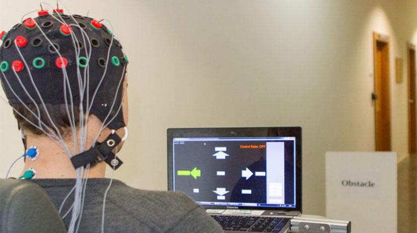 Cadeiras de rodas controladas pelo cérebro com grande nível de precisão