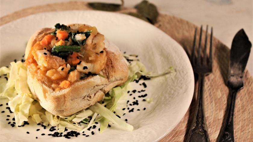 Sugestão de almoço/jantar: pão recheado com pescada e espinafres
